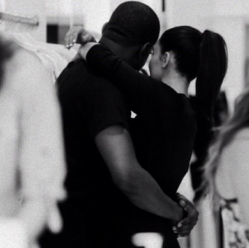 Kim Kardashian announces her pregnancy! - The Venture